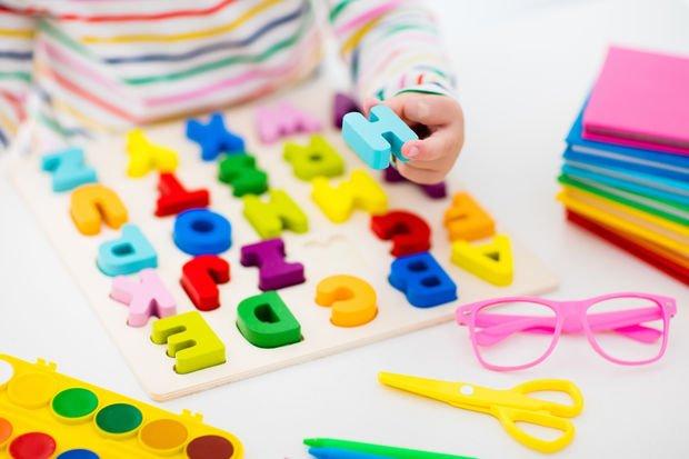 Bebeklerin dil öğrenmesi bilişsel becerileri geliştiriyor