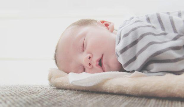 Yazın bebeğinizin rahat uyuyabilmesi için 8 ipucu