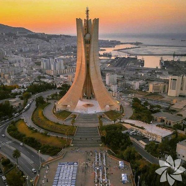 10) Cezayir Afrika'nın yüzölçümü en büyük olan ülkesi olan Cezayir'in 41,32 milyon nüfusu var. 2 milyon 382 bin km² yüzölçümüne sahip.
