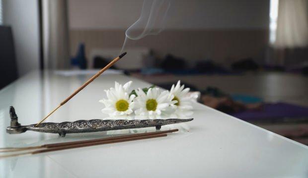 Tütsü yakmak havayı temizliyor
