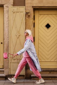 Renkli giyinmek isteyenler için stil rehberi