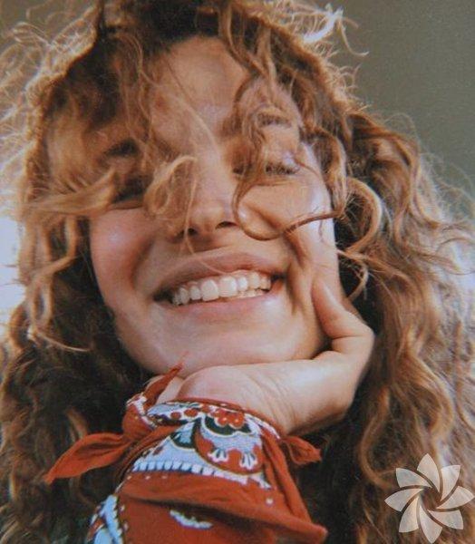 Aslı Bekiroğlu, 1995 yılında İstanbul'da doğdu.