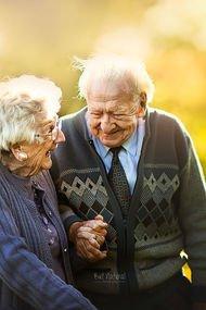 Yaşlı çiftlerin en güzel aşk fotoğrafları