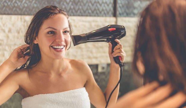 Saç kurutma makinesi kullanırken yapılan 15 hata