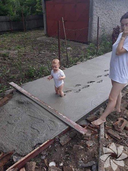 Bu yaramaz bebeğin annesinin yüz ifadesinden neler hissettiğini anlayabiliyoruz...