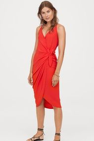 İnce belli görünmek için: Anvelop elbise