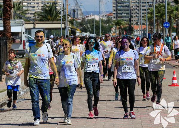 01 Eylül Pazar Color Sky 5K Renkli Koşu -14:00- Maltepe Şehir Parkı İlk olarak Amerika'da başlayan sonrasında tüm dünyaya yayılan etkinlikte katılımcılar 6 km boyunca koşuyor ve her 1 km'de renkli boyalarla bayanıyorlar. Etkinlik bu sene altıncısıyla Maltepe Şehir Parkı'nda baslayacak.