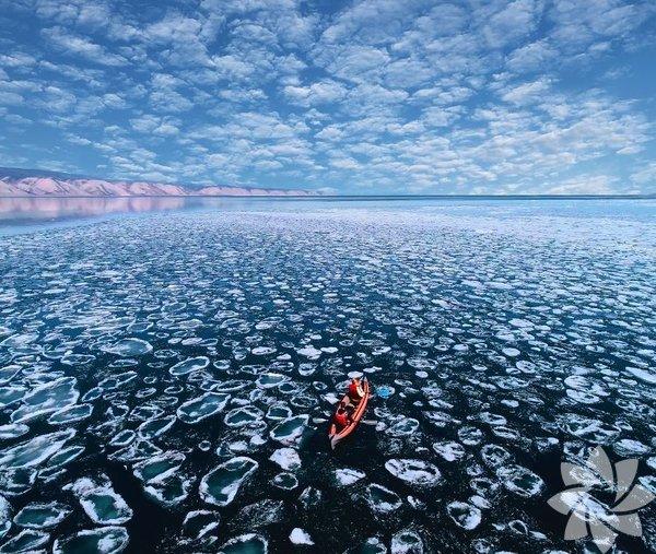 Baykal gölü Rusya'da bulunan ve dünyanın en derin gölü sıfatına sahip bir göl. Gölün yüzölçümü 31,722 kilometre.