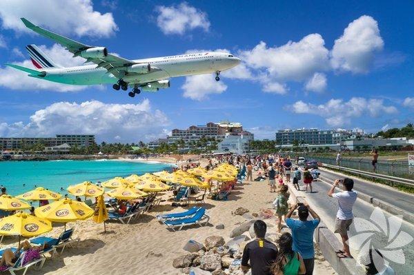 Prenses Juliana Uluslararası Havaalanı Karayip Adaları'nda bulunan havaalanı plaja yakınlığı ile biliniyor.