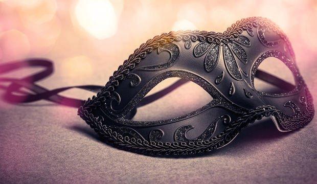 Hayat maskeli bir balo...