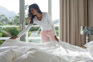 Yatağını toplayan kişiler daha bakımlı