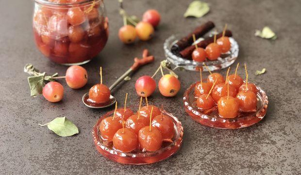Tarçınlı karanfilli Japon elması reçeli
