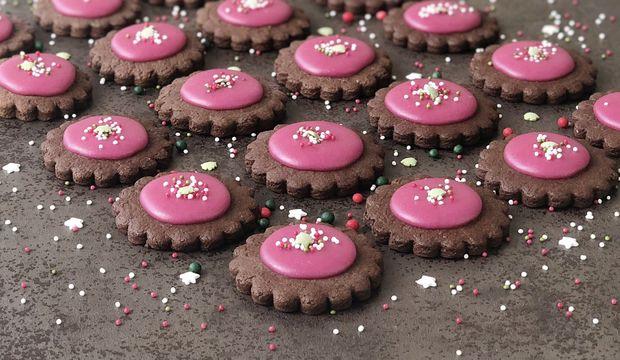 Kakaolu narlı çiçek bisküvi