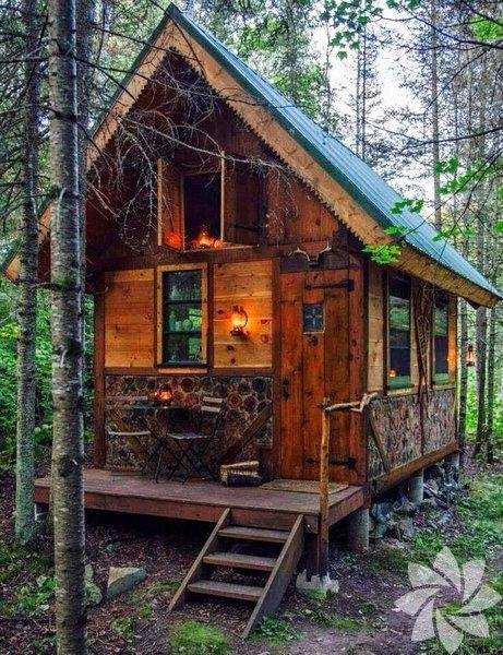 """""""Minik ev"""" veya """"Küçük ev"""" denilen bu örneklerin bazıları masal kulübelerini andırıyor. Bu yeni akım, mimaride birçok farklı tarzın örneklerini sunuyor."""
