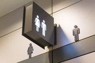 Umumi tuvalet kapıları neden yere kadar uzanmaz?