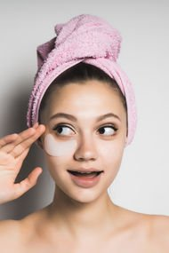 Göz kapağı koyuluğunun 8 sebebi