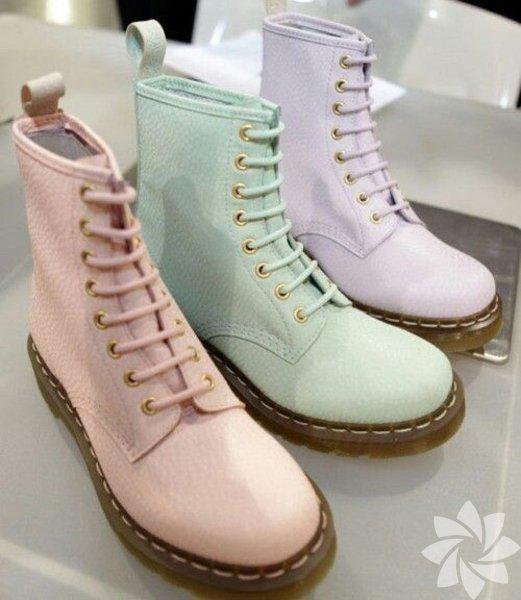 Pastel renk ayakkabı