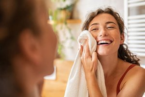 Yüzünüzü kurutmak için havlu kullanmayın