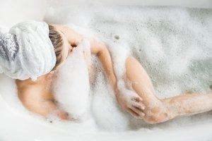 Duşta yüzünüzü yıkıyorsanız...